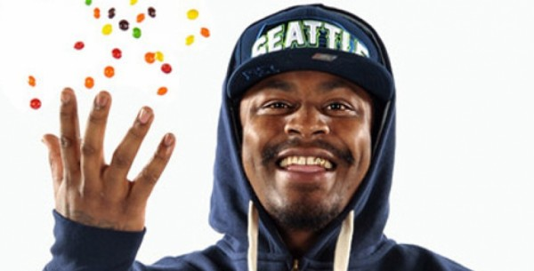 marshawn lynch skittle throw to media 2015