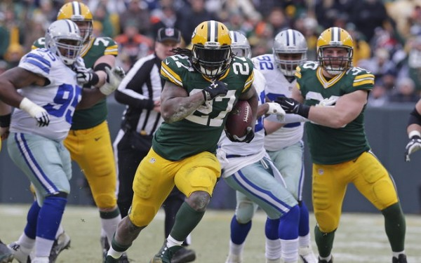 packers eddie lacy runs from cowboys nfl game 2015