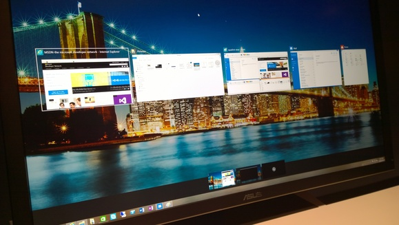 windows 10 multiple desktop screens now available 2015