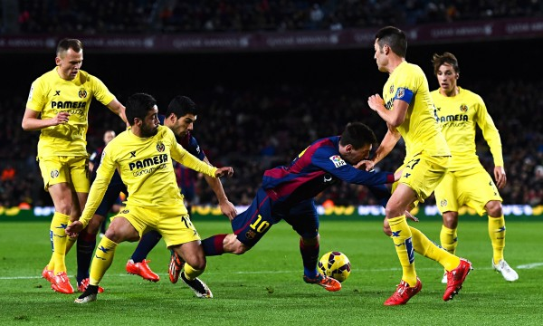 barcelona lionel messi steal soccer ball from villarreal la liga 2015 images