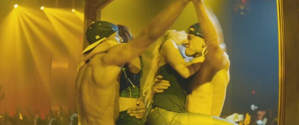 channing tatum grabbing hands with guy for magic mike xxl 2015