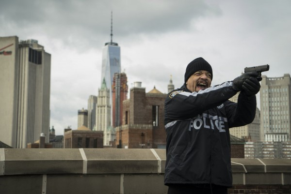 ice t finn shooting bulge shots at olivia for law and order svu 2015 images recap