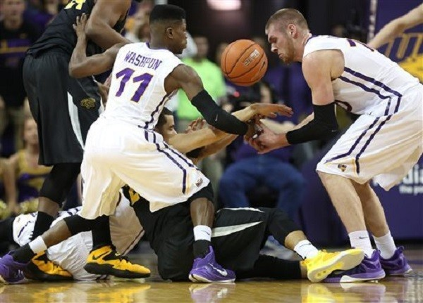 northern iowa beats wichita state basketball 2015 recap images