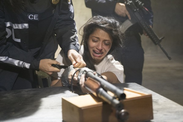 reyna with gun taped to hands on law and order svu 2015 images