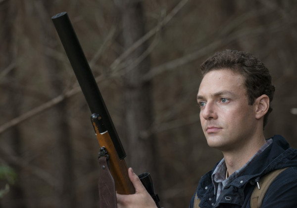 aaron with big gay gun for rick grims walking dead 2015 images remember
