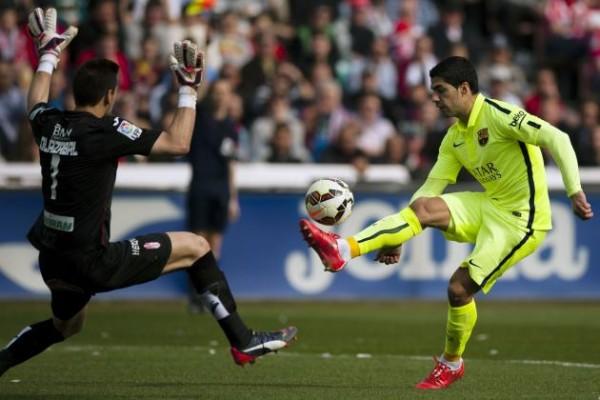 barcelona beat off granada soccer la liga 2015