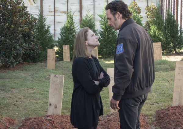 deanna challenging rick on the walking dead 515 try 2015
