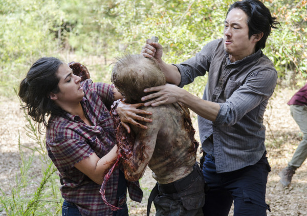 glenn kills play toy zombie walking dead remember 2015 images