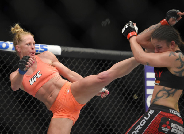 holly holm beats raquel pennington ufc 184 mma 2015