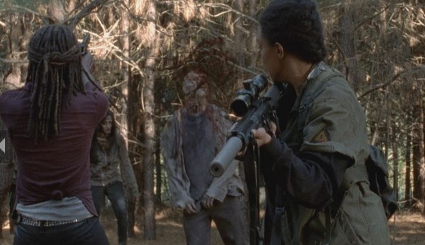michone taking out walkers with sasha walking dead 515 20145