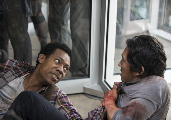 noah getting pulled by zomies to die in walking dead spend 2015