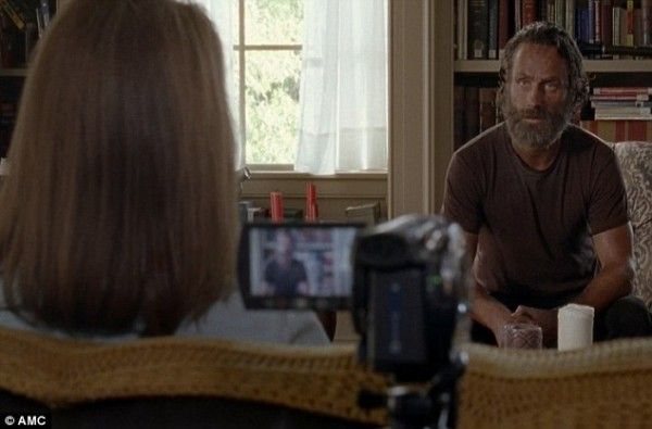 rick doing camera work for deanne in the walking dead alexandria 2015