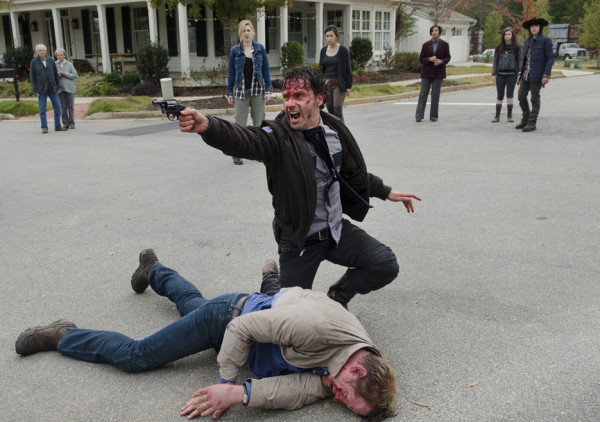 rick holding gun up on alexandria walking dead 515 try 2015