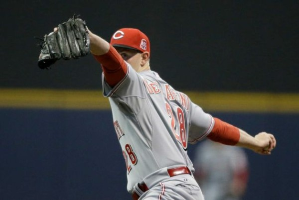 anthony desclafani throwing for reds 2015