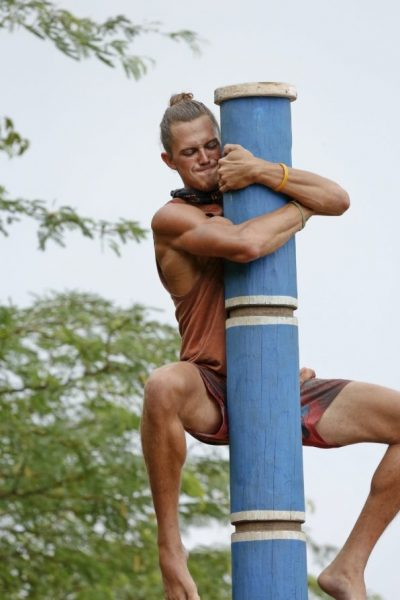 joe anglim bulge totem pole for survivor worlds apart images 2015
