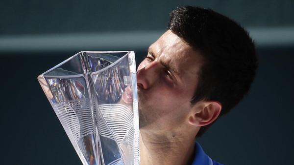 Novak Djokovic kissing 2015 miami open trophy