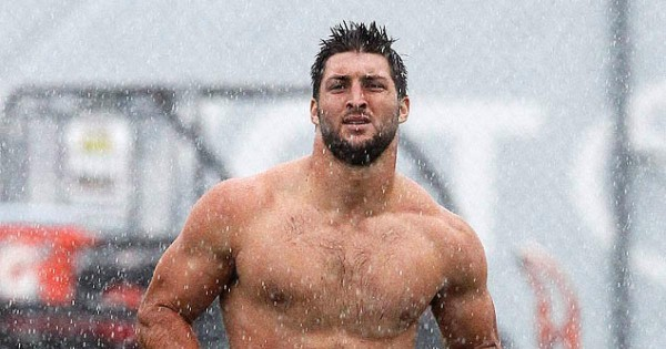 tim tebow running shirtless bulge in rain for philadelphia eagles 2015