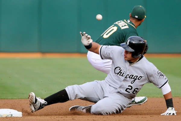 Avisail Garvia  sliding for white sox wins american league mlb 2015