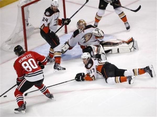 anaheim ducks beat blackhawks 2015 stanley cup playoffs