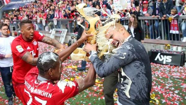 baryern munich pep golden showers for bundesliga men 2015