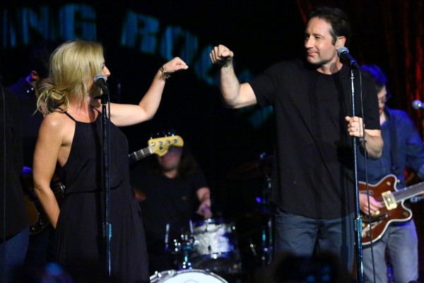 david duchovny singing with gillian anderson 2015 gossip