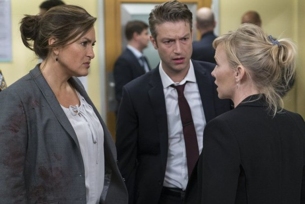 law order svu surrendering noah images 2015 757x506-002