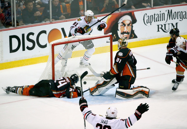 marian hossa lands goal for blackhawks vs ducks 2015 stanley cup playoffs