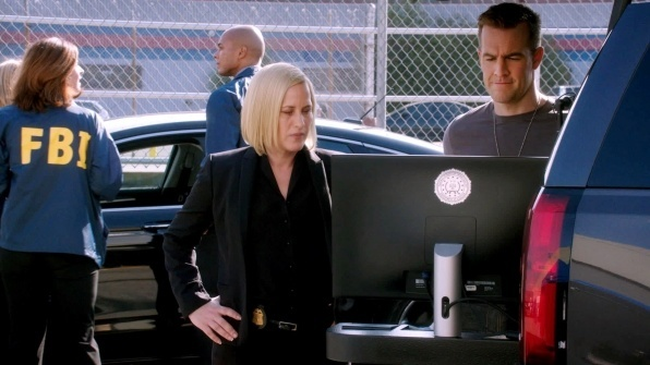 patricia arquette working james van der bulge beek in csi cyber 2015
