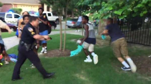 cop pulled gun on pool party kids texas 2015