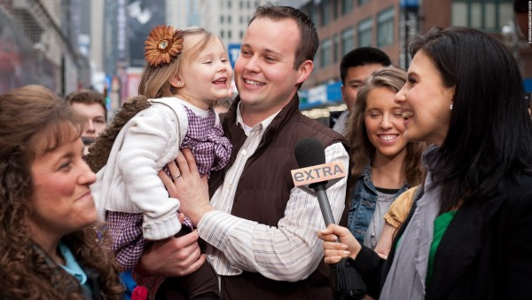 josh duggar touching young girl extras 2015