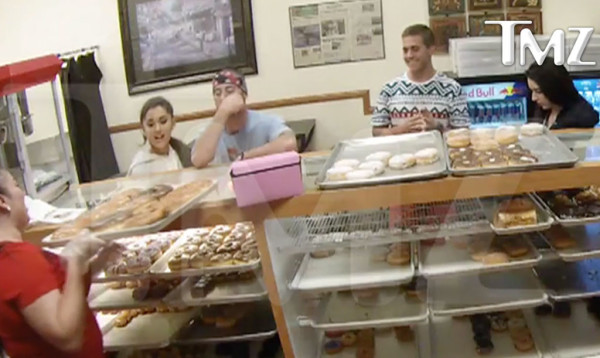 arianna grande donut licker 2015 gossip
