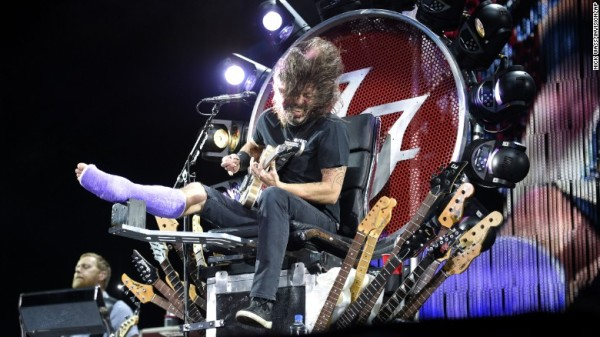 foo fighters david grohl perfumes injured for july 4 2015 images