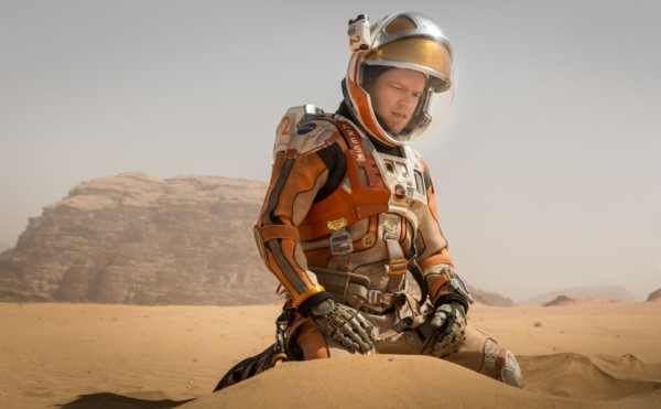matt damon bulge crouch on the martian movie set 2015