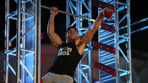 alexio gomes gripping balls on american ninja warrior 2015