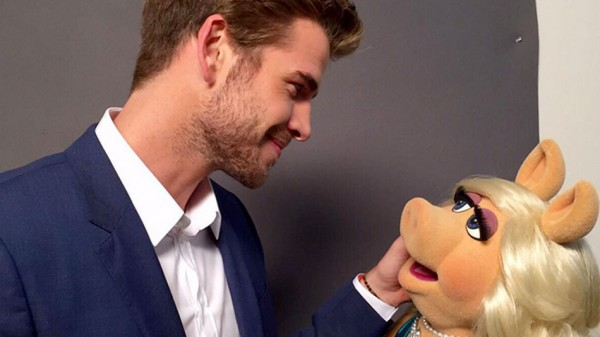 liam hemsworth with miss piggy 2015 gossip