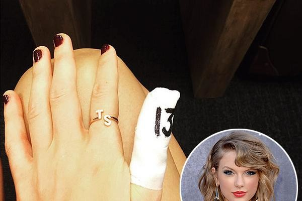 taylor swift finger 2015 gossip