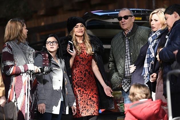 Modern Family' 709 White Christmas Recap - Movie TV Tech Geeks News