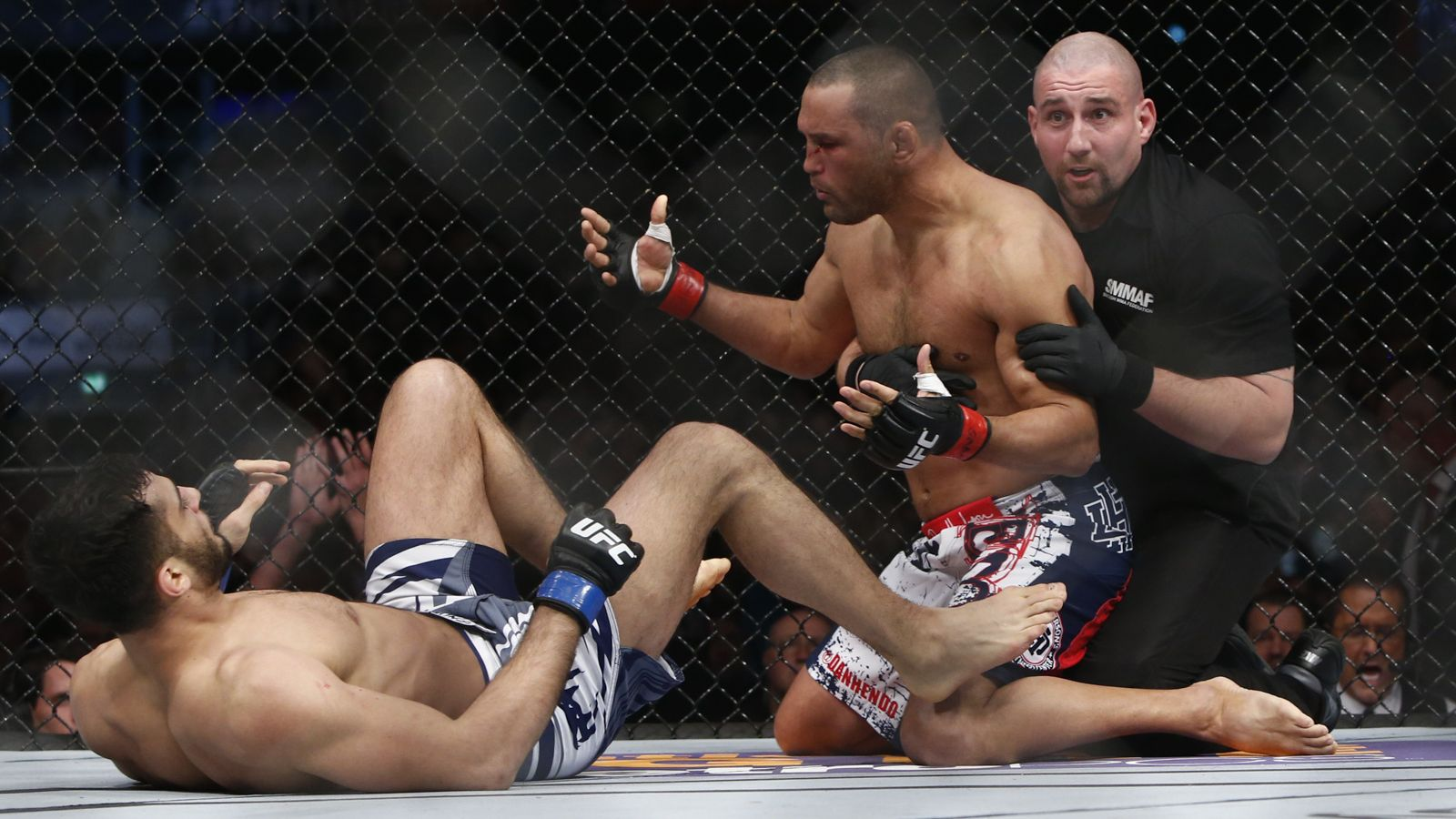 dan henderson legs up for gegard mousasi ufc fight night stockholm 2015