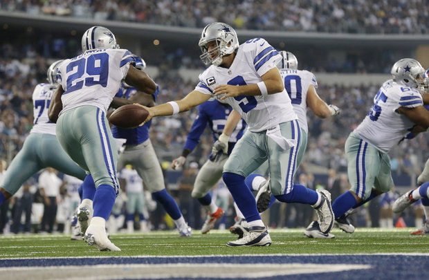 demarcco murray grabs cowboys balls for nfl wild card 2015 images