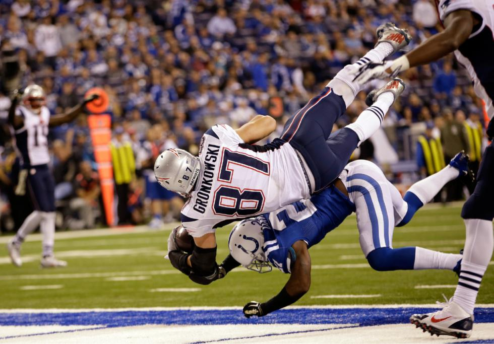 rob gronkowski jumps colts davis for touchdown patriots 2015