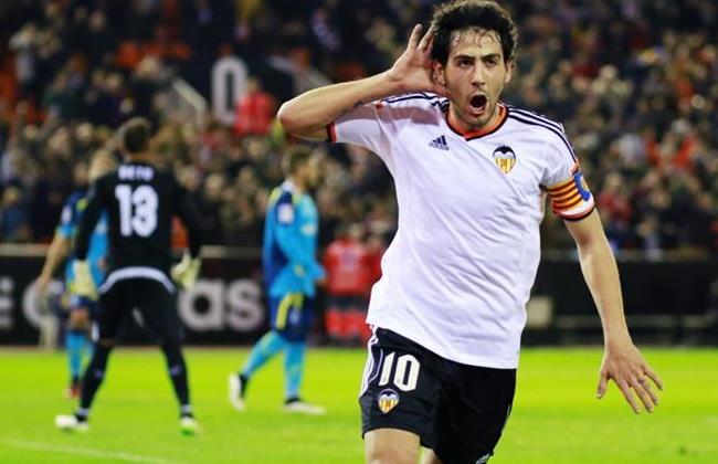 valencia vs sevilla soccer man running balls 2015