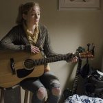beth playing guitar while tyreese dies on the walking dead season 5 ep 9