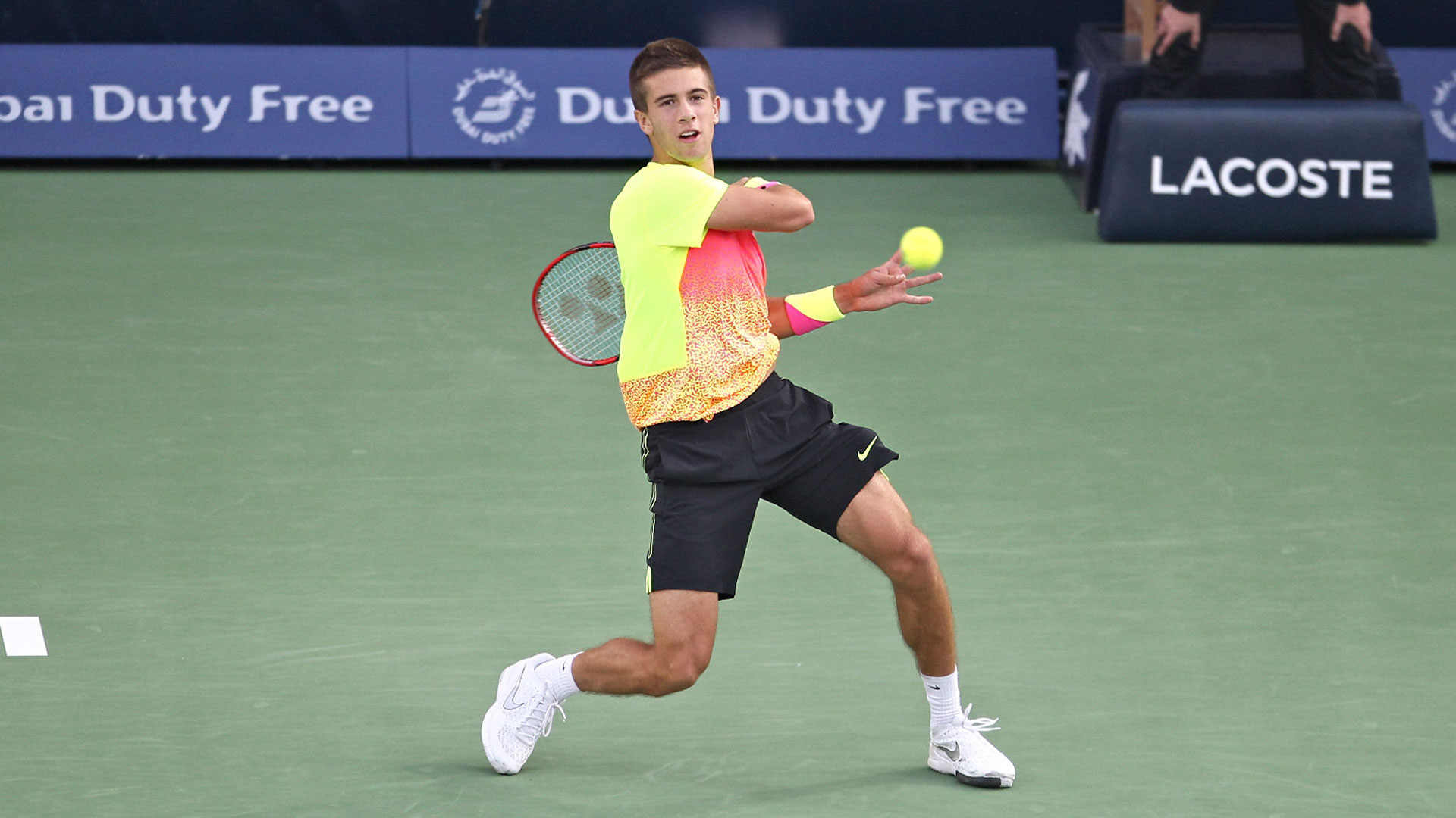 borna coric returns to roger federer dubai tennis open 2015