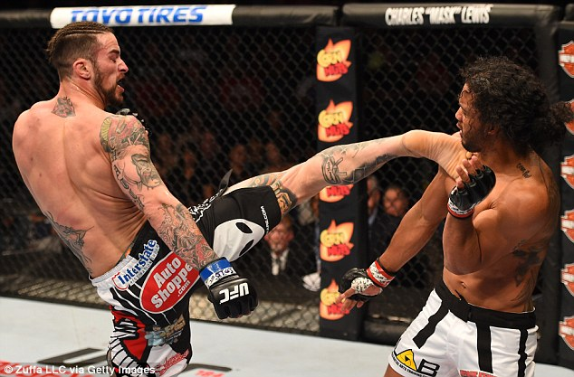brandon thatch opens legs hole for benson henderson bulge ufc 2015 60