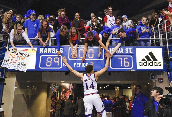 brannen greene hand job for kansas jayhawks beating iowa state 2015 images