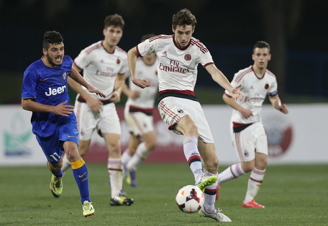 juventus defeats ac milan serie a soccer 2015 images