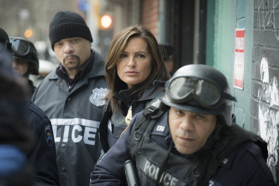 olivia suited up for law and order svu 2015 images