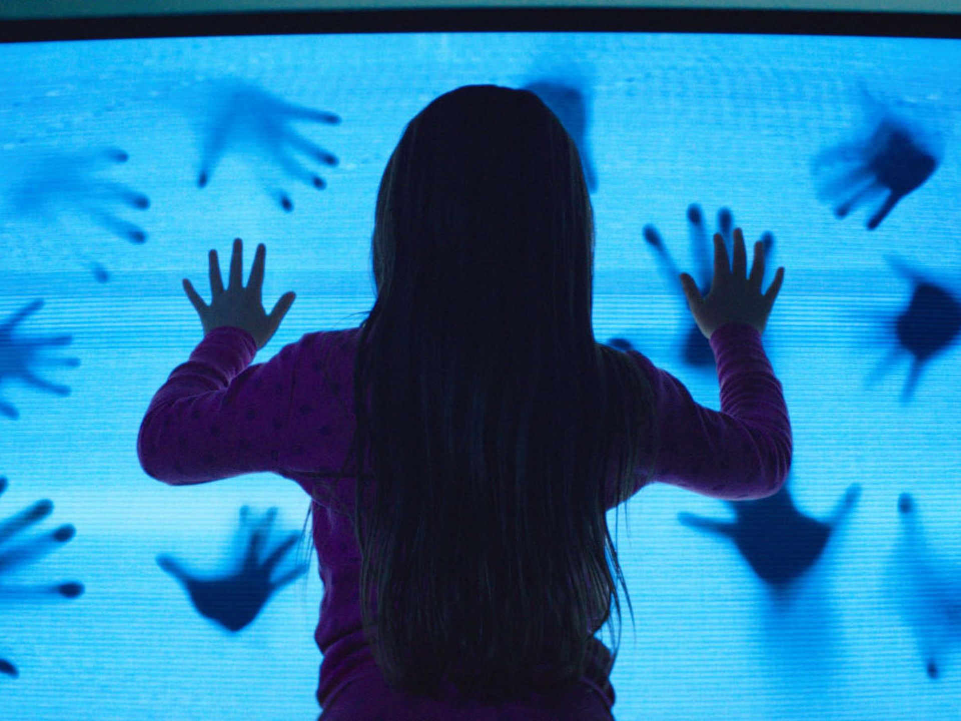 poltergeist spirit tv hands for little girl 2015 imagews