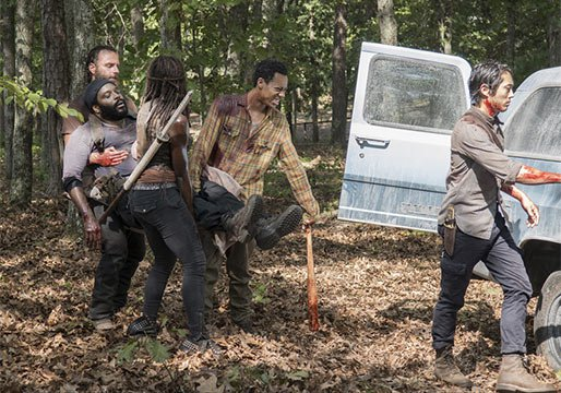 rick walking dead gang carry out dead tyreese to van season 5 2015