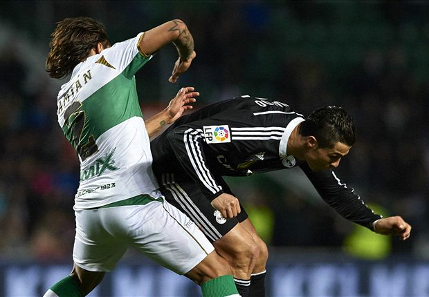 ronaldo beating bulge of elche for real madrid la liga 2015